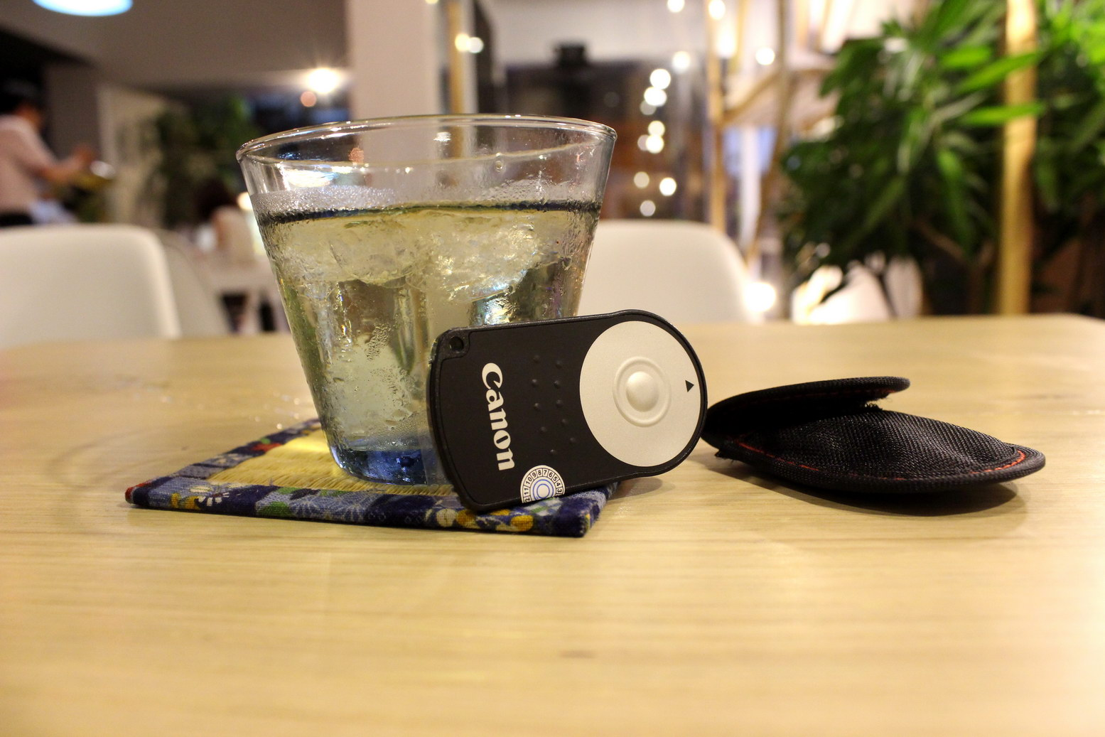 Vì sao mỗi người dùng máy ảnh nên có một cái remote bên cạnh?