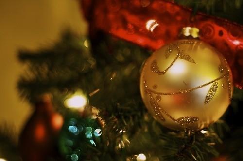 bokeh-christmas-christmas-tree-ornament-photography-Favim.com-152739