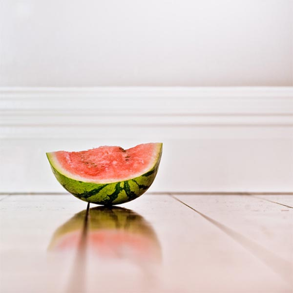 Minimalist-Fruit-Photography-by-CubaGallery