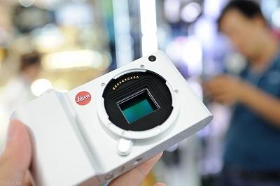 Dap-hop-Leica-T-chinh-hang-105
