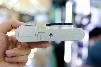 Dap-hop-Leica-T-chinh-hang-110
