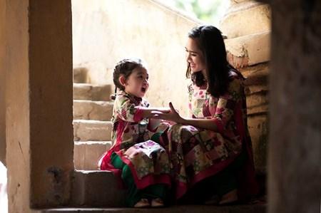 Ngắm bộ ảnh áo dài tuyệt đẹp của mẹ đơn thân và con gái