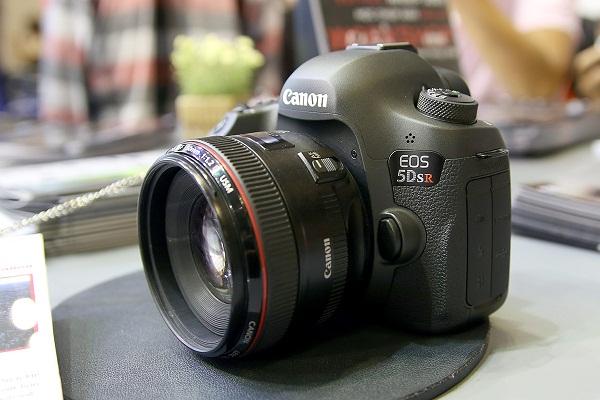 Canon EOS 5Ds và 5Dsr bán ra từ tháng 7, giá 85,4 triệu đồng