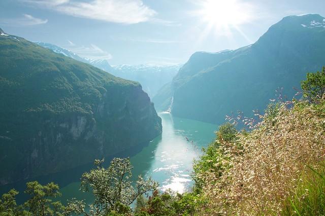 """Vẻ đẹp thiên nhiên không khỏi """"sững người"""" ở Na Uy"""
