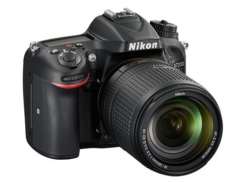 Nikon D7200 với cảm biến 24,2 'chấm', 51 điểm lấy nét