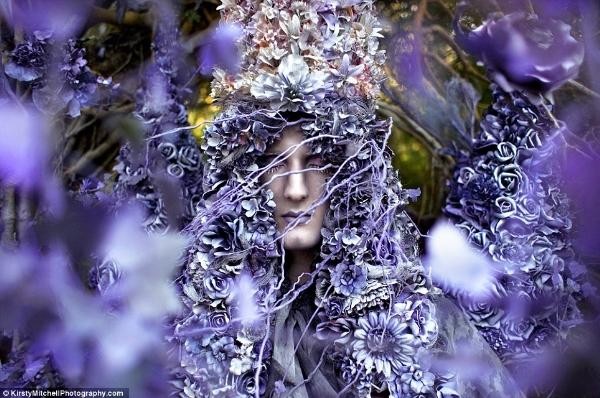 Cảm hứng nghệ thuật có thể bắt nguồn từ việc một bông hoa được sinh ra.