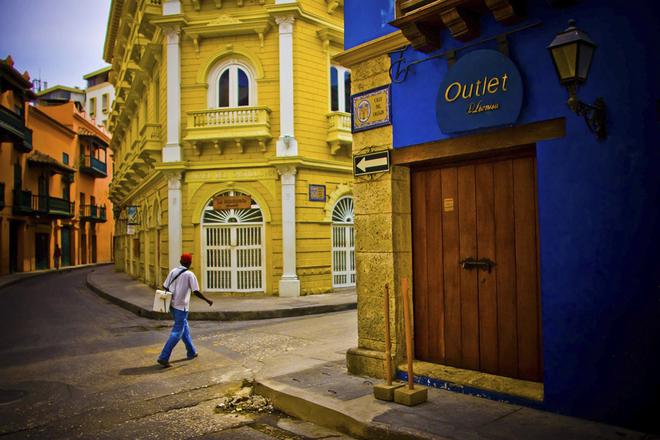 Sáng sớm trong các khu phố cổ. Matt cho biết anh bị cuốn hút bởi sắc màu rực rỡ của Cartagena, đặc biệt là các tòa nhà với màu xanh, vàng, cam...