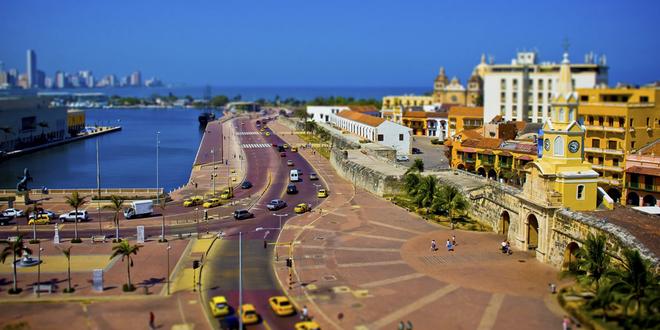 Ngoài khu phố cổ, du khách có thể dạo bước ra ngoài khu vực trung tâm để tận hưởng không gian khoáng đạt vì Cartagena nằm ngay sát biển Caribbean.