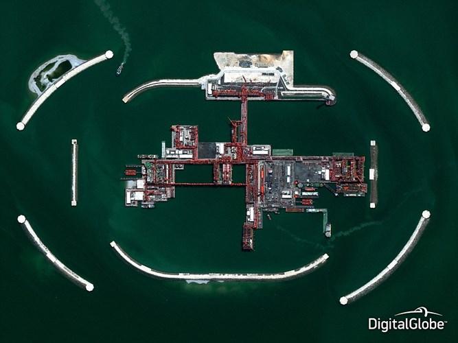 Những hình ảnh chụp trên không cho thấy góc nhìn tuyệt đẹp các cảnh quan tự nhiên trên hành tinh chúng ta. Trong hình là ảnh nhìn từ trên cao xuống dự án dầu Kashagan thuộc quốc gia nằm ở phía Bắc biển Caspi Kazakhstan – một trong hai dự án dầu mỏ lớn nhất thế giới, được đầu tư hàng chục tỷ USD.