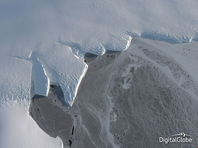 Bức ảnh làm nổi bật tác động tiêu cực của sự ấm lên toàn cầu tại lưu vực Nordenskjold ở Nam Cực.