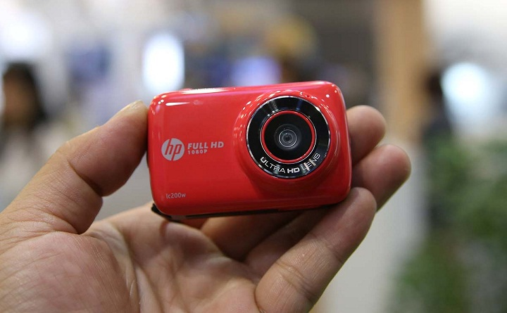 can-canh-chiec-may-anh-ti-hon-hp-mini-wifi-cam-lc200w-3