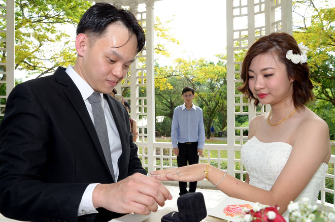 Bộ ảnh cưới xấu như ma  của cặp đôi người Singapore