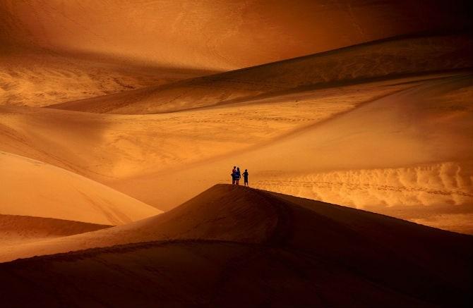 Bức ảnh chụp cồn cát cao nhất trong Vườn quốc gia và khu bảo tồn Cồn Cát Lớn ở Colorado trước khi một cơn bão ập đến.