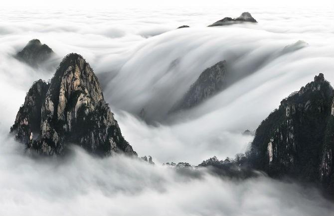 Cuộc thi National Geographic Travel Contest năm 2016 đang diễn ra và tiếp nhận các bức ảnh du lịch dự thi cho đến ngày 27/5/2016. Ảnh: Nhiếp ảnh gia Thierry Bornier chụp lại bức ảnh này vào rạng sáng sau khi leo lên núi Yellow lúc 3 giờ và chờ vài tiếng đồng hồ dưới cái lạnh -4 độ C.
