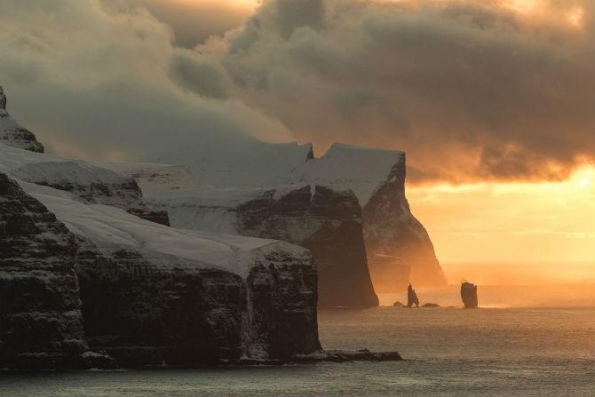Nhiếp ảnh gia Alessio Mesiano là tác giả của bức ảnh chụp đảo Kalsoy ở quần đảo Faroe này.