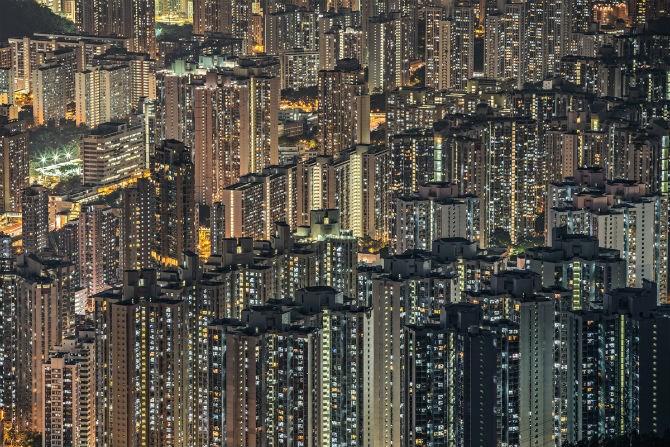 Những tòa nhà cao tầng san sát nhau ở Hong Kong (Trung Quốc).
