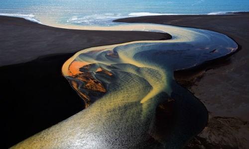 Cuộc thi National Geographic Travel Contest năm 2016 đang bước vào tuần cuối cùng nhận các bức ảnh du lịch dự thi. Các nhiếp ảnh gia khắp thế giới đã không tiếc công sức tiền bạc để chụp được những bức ảnh đẹp nhất tham dự National Geographic 2016. Trong ảnh chụp khung cảnh ở Nam Iceland.