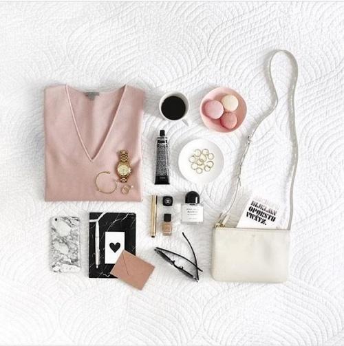 101-kieu-chup-flat-lay-item-trang-diem-giup-instagram-cua-ban-bung-sang_photoZone-com-vn- 6