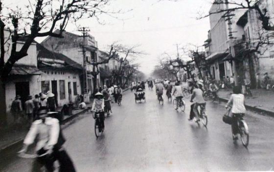 ngam-anh-ha-noi-trang-den-cua-nhiep-anh-gia-99-tuoi_photoZone-com-vn- 4