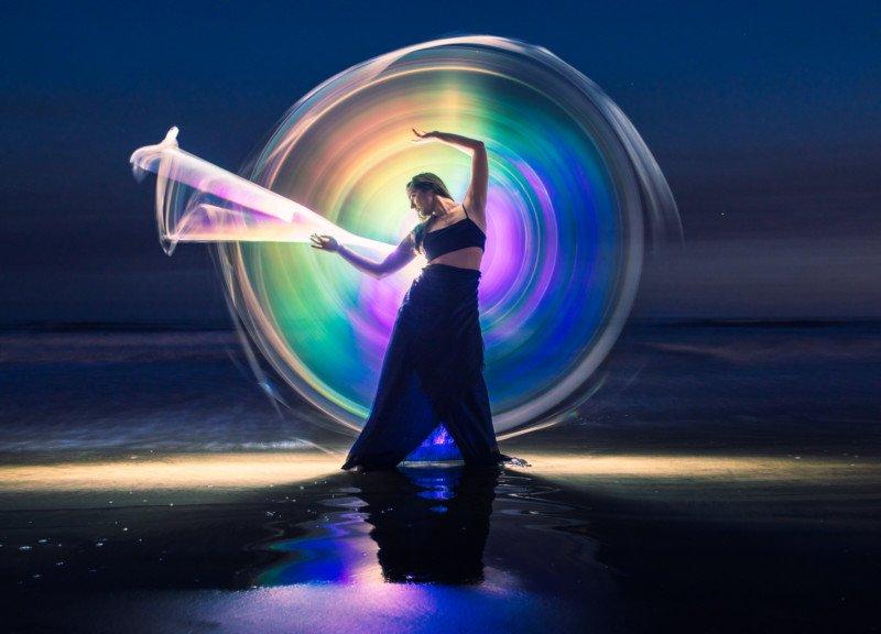 Chụp ảnh vẽ ánh sáng cầu vồng bằng ống phản xạ DIY