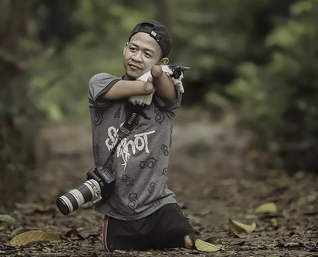 Nhiếp ảnh gia không tay, không chân khiến cả thế giới rung động