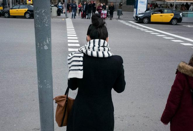 """Thú vị với bộ ảnh đường phố đầy """"hại não"""" và trừu tượng của nhiếp ảnh gia Pau Buscató"""