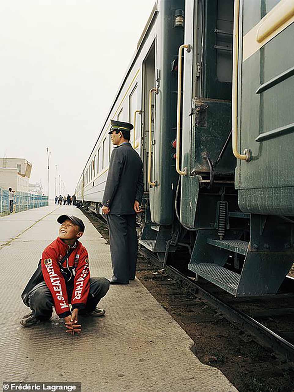 """Nhiếp ảnh gia dành """"cả tuổi thanh xuân"""" để ghi lại cuộc sống người Mông Cổ"""