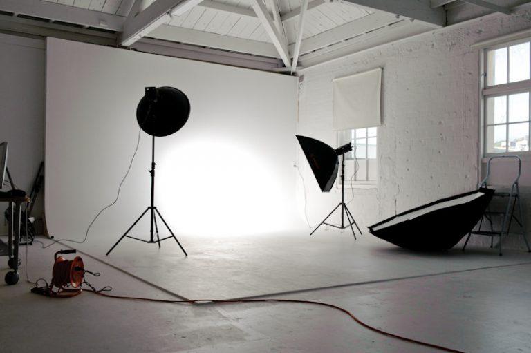 10 Kiểu Setup đèn rẻ và đơn giản cho người làm phim